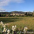 La balade du dimanche : lourmarin , petit village du luberon au coeur de la provence