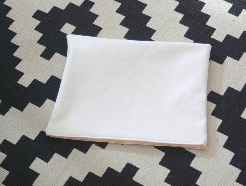 pochette blanche 1