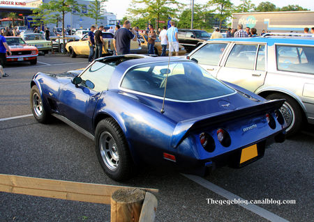 Chevrolet_corvette_type_C3__Rencard_Burger_King_mai_2011__02