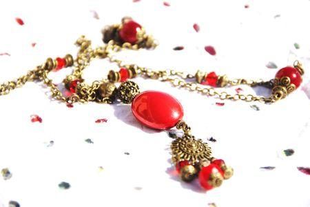 alice aime les bijoux soleil rouge (3)