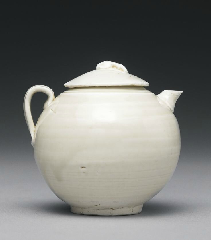 A small 'Ding' ewer and cover, Five Dynasties-Northern Song dynasty