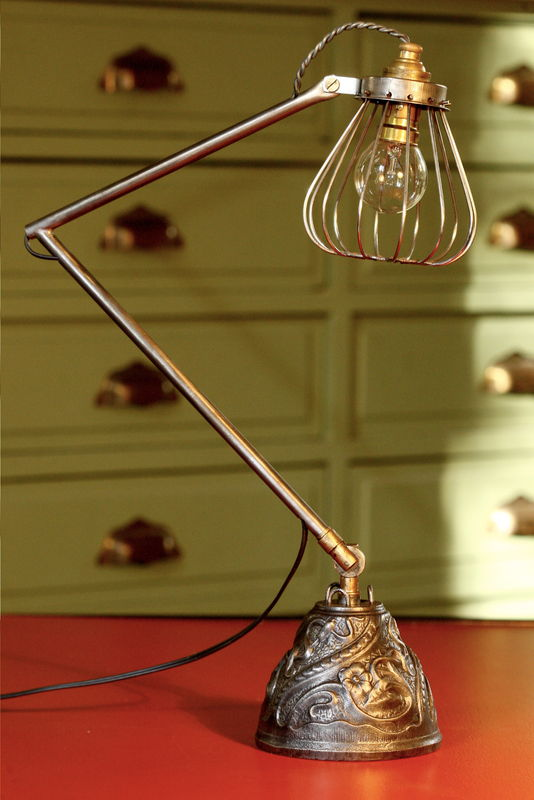Fabulous Création d'une lampe articulée avec des objets de récup  VD35