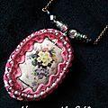 sautoir image de fleur et perle rose irissée 1