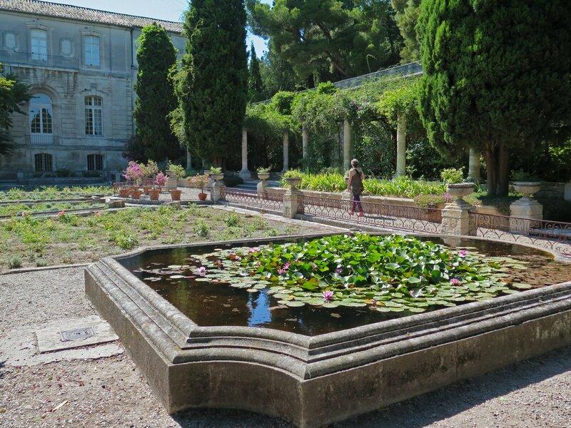 Villeneuve lez avignon les jardins de l 39 abbaye saint for Entretien jardin villeneuve les avignon