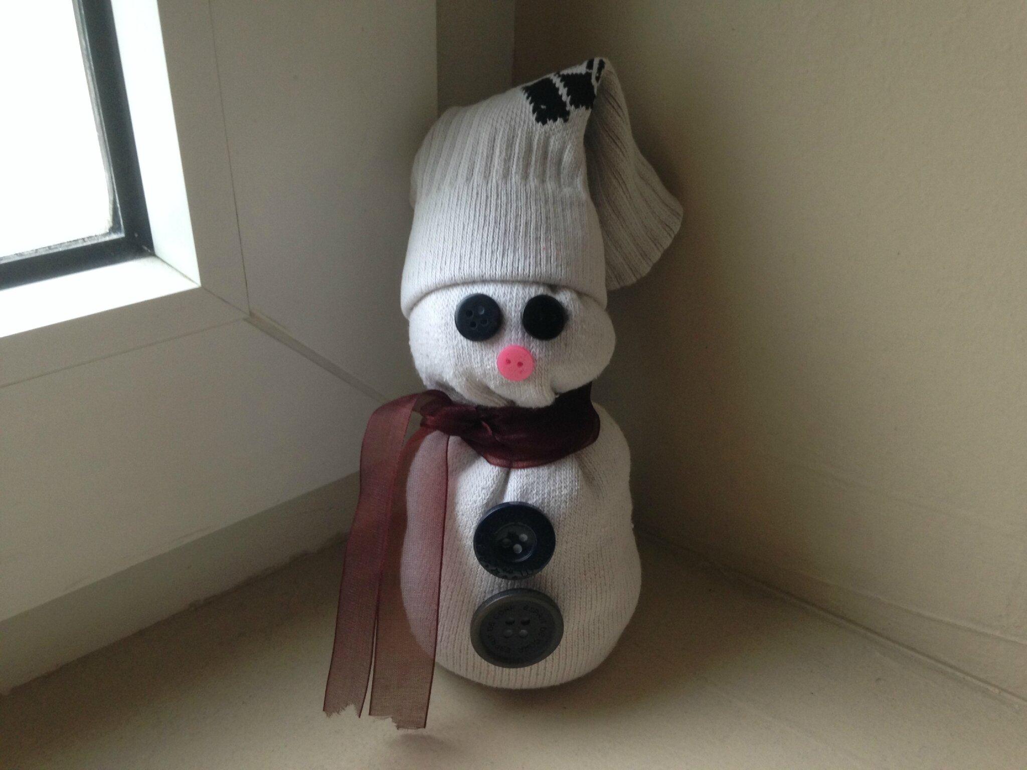 un bonhomme de neige r alis avec une chaussette id es de d coration. Black Bedroom Furniture Sets. Home Design Ideas