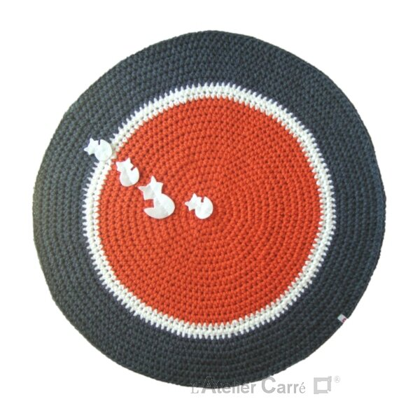 tapis-rond-crochet-orange-blanc-gris-fonce-renards