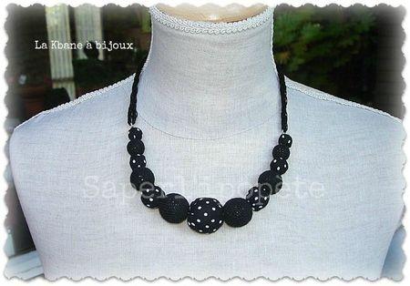 collier tissu à pois blancs sur fond noir et crochet1