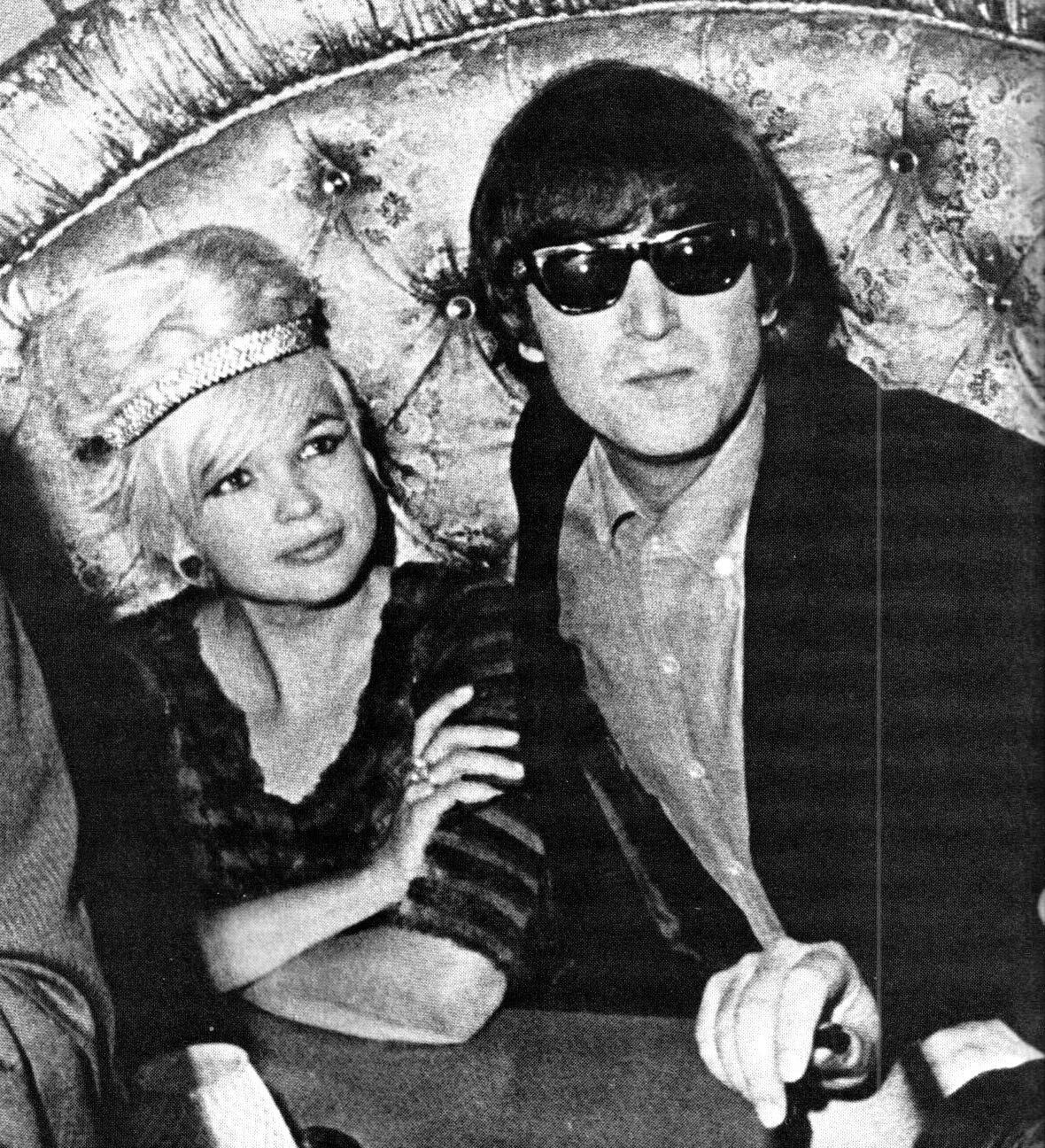 jayne-1964-08-26-hollywood-club_whisky_a_gogo-with_lennon-1