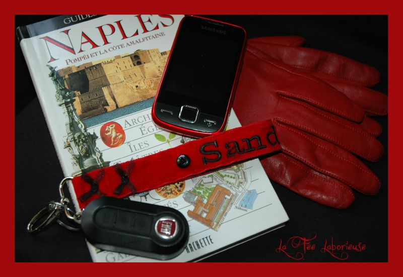 porte clefs rouge noir
