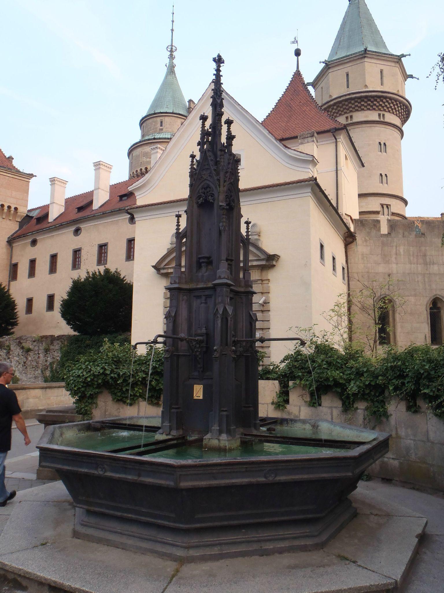 slovaquie - chateau bonjnice fontaine