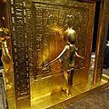 33- la chapelle doree contenant les vases canopes et protegee par les 4 memes deesses ( ici, de dos, Neith )