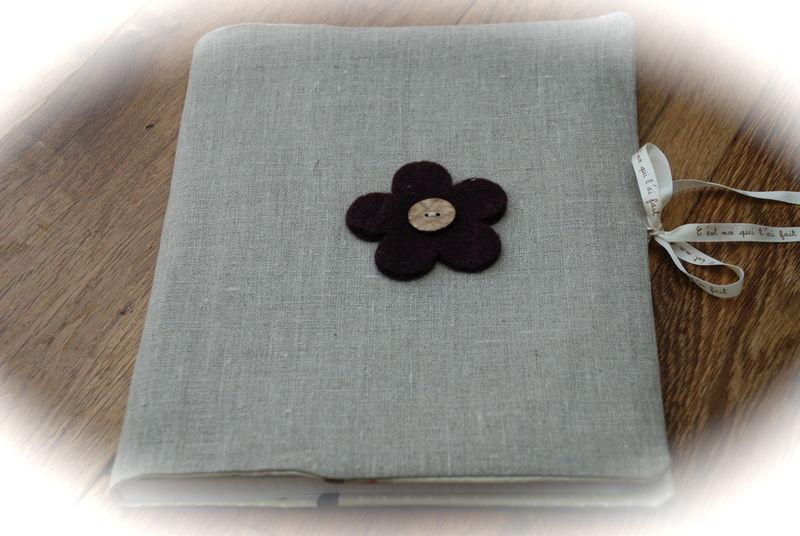 mon prot ge cahier en tissu la fabrique de valegiu. Black Bedroom Furniture Sets. Home Design Ideas