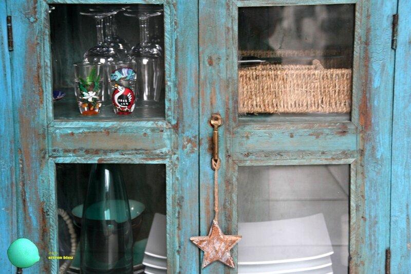 detail buffet bleu