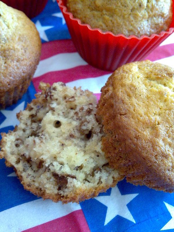 muffins aux noix raisins secs et liqueur de caramel la ronde des d lices. Black Bedroom Furniture Sets. Home Design Ideas