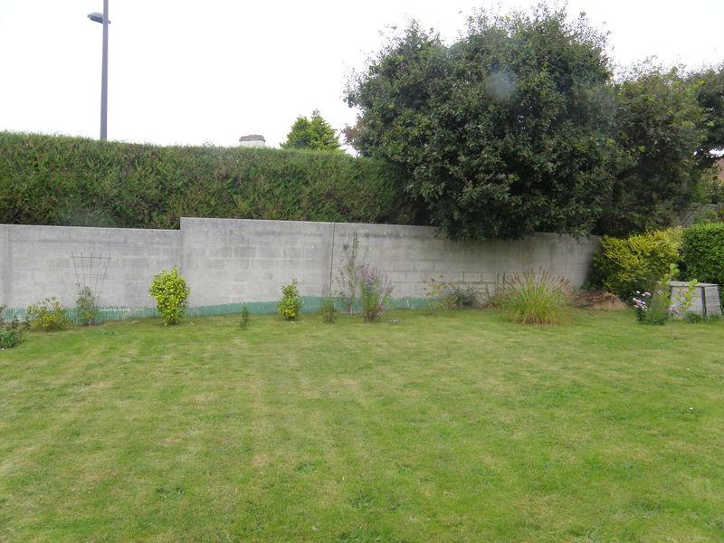 Mur de galets jardin un mur de sout nement en gabion - Serre de jardin adossee au mur ...