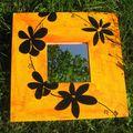 Miroir fleurs noires