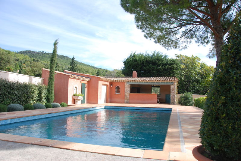 Maison en pierres louer centre var for Construction pool house piscine