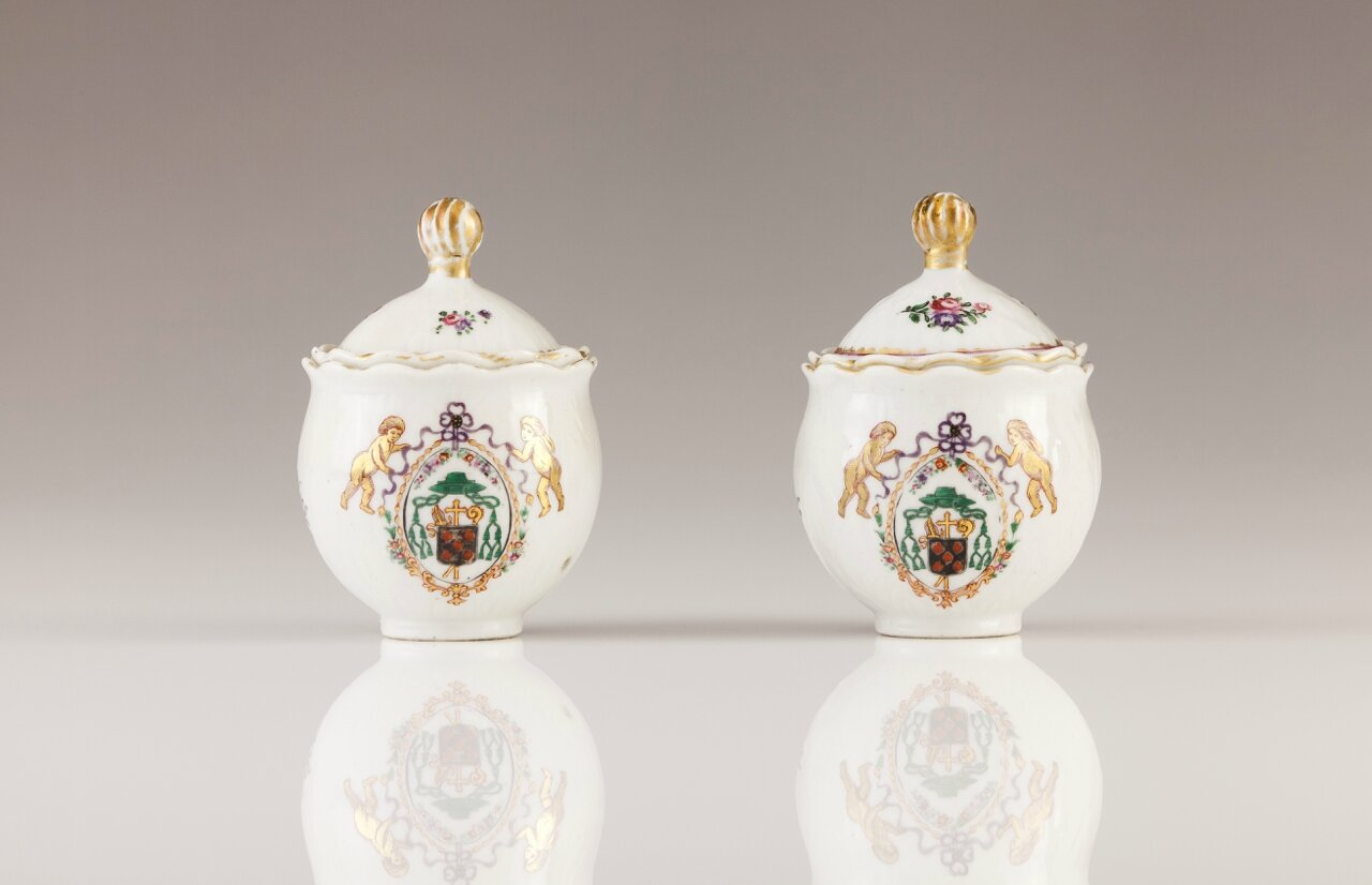 A pair of armorial sauce cellars, Chinese export porcelain, Qing Dynasty, Qianlong Period, ca. 1770