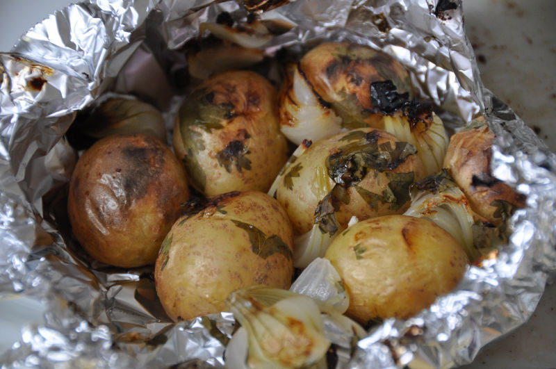 Papillote de pommes de terre au barbecue amap larmor plage - Accompagnement poisson grille barbecue ...