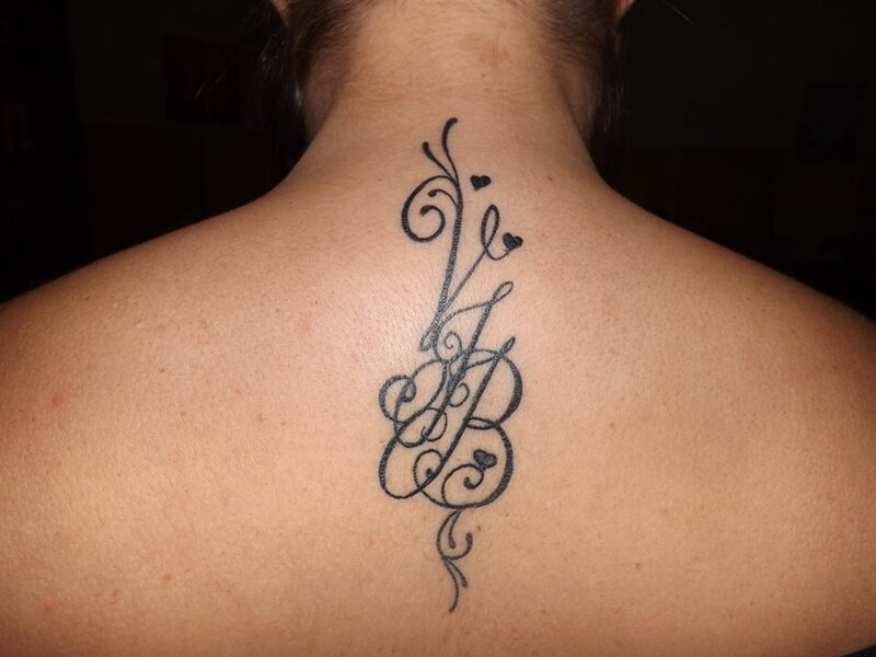 L 39 association emily calligraphy - Lettre c tatouage ...