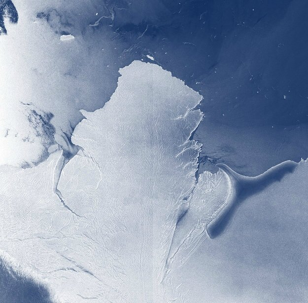 Antarctica_ice_shelf_system_large