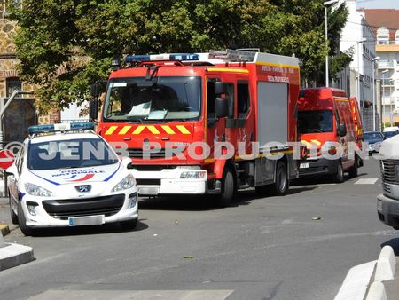 2013 08 02incendie de parking image d'illustration © JENB Productions (1b)