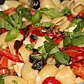 Pates a la mediterraneenne, poivrons et chevre