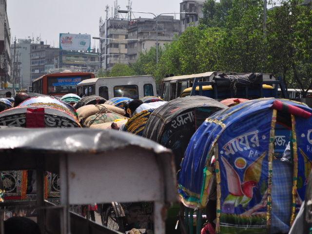 Embouteillage de rickshaws à Dhaka