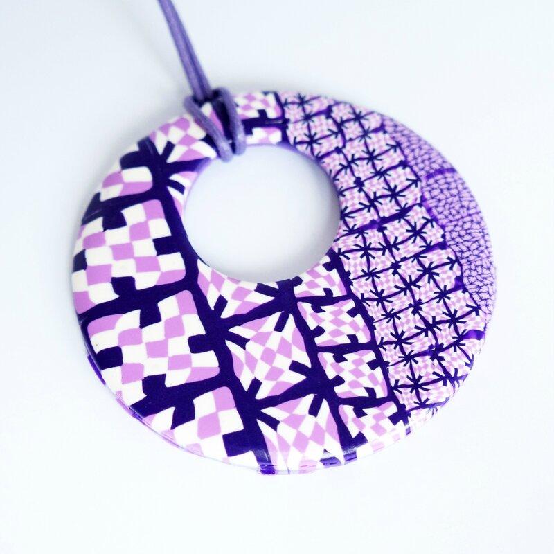 pendentif-hippie-rose-violet-blanc