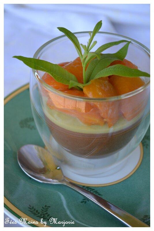 Mousse chocolat, crème de verveine et abricots poêlés