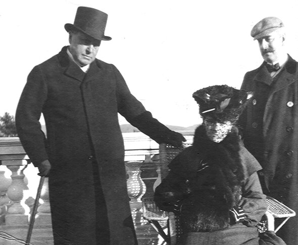 Edith Wharton Henry James à g et Howard Sturgis à d