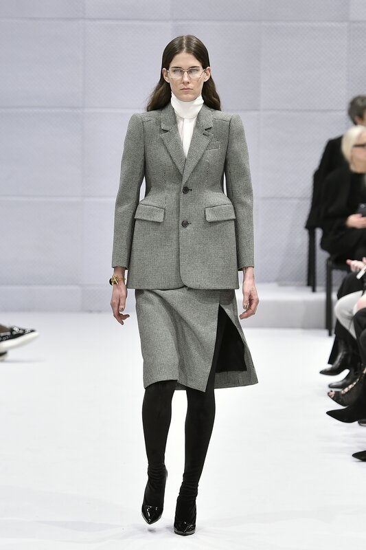 Skirt_suit_wool_and_silk_Demna_Gvasalia_for_Balenciaga_Paris_Autumn_Winter_2016_ready-to-wear_look_1__Catwalking