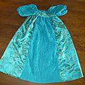 Robe de la princesse bleuet, en taffetas turquoise et tissu asiatique