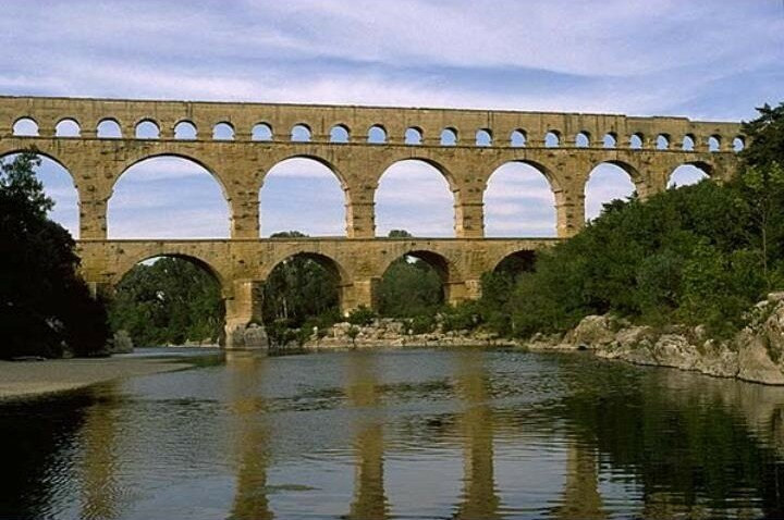 How Old Is The Aqueduct At Nimes 105