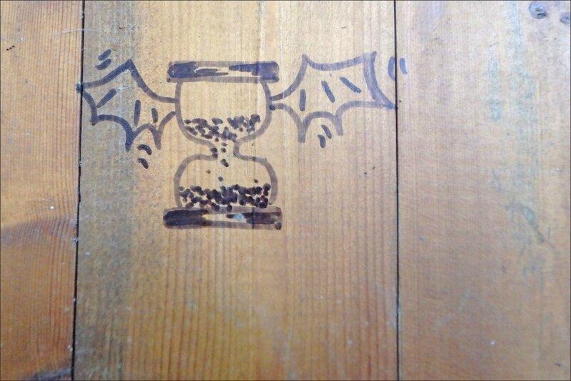 graff sablier ailes chauves-souris anim 102016