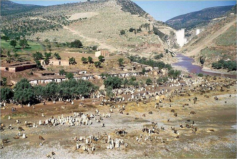 Souk à l'époque de la construction du barrage (hiver 1950-51)