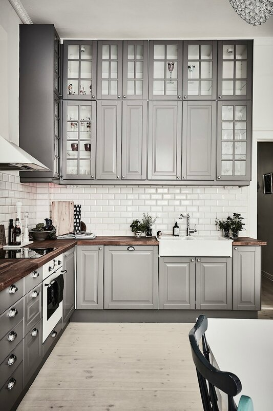 grey-cabinets-kitchen-wood-floor