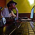 DJ G. Fred en pleine concentration.