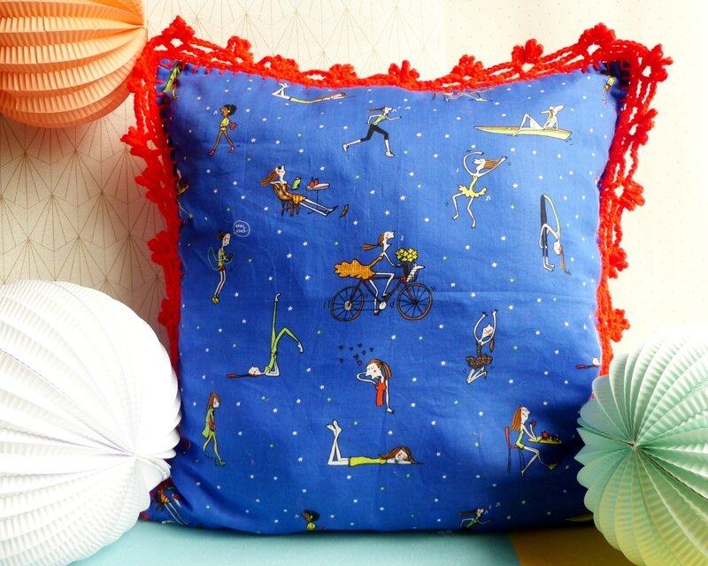 02-coussin-les-paresseuses-soledad-bravi-diy-tissu-bordure-crochet