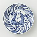Dish with Hotei and two children, Wanli-period (1573-1619)