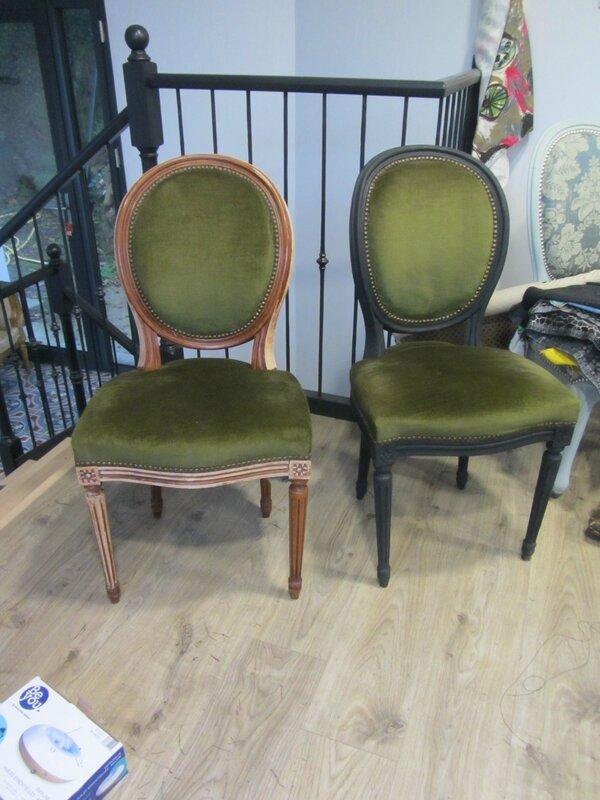 chaise médailon côté sièges