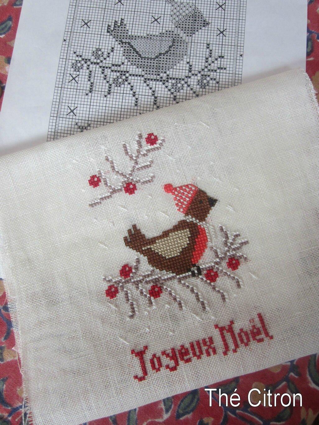 broderie-oiseau-joyeux-noel-rouge
