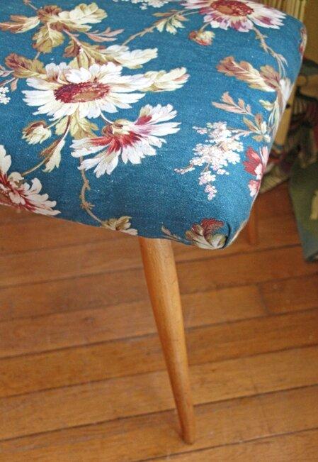 ottoman-vintage-fleuris-pied