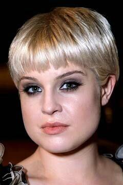 coiffure femme grosse joue