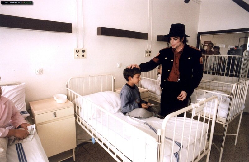 michael-visits-a-childrens-hospital-in-prague(108)-m-4
