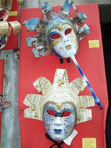 Clin d'oeil-masques en papier maché