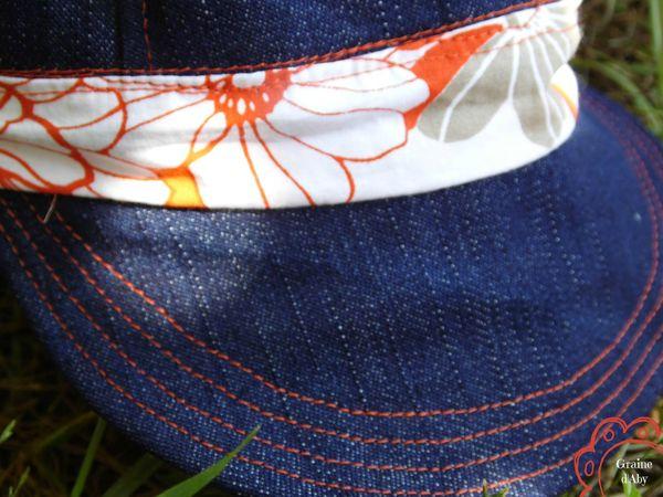 casquette orange détail visière