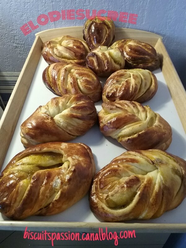 BRIOCHES FOURREES A LA CONFITURE DE PRUNES 105
