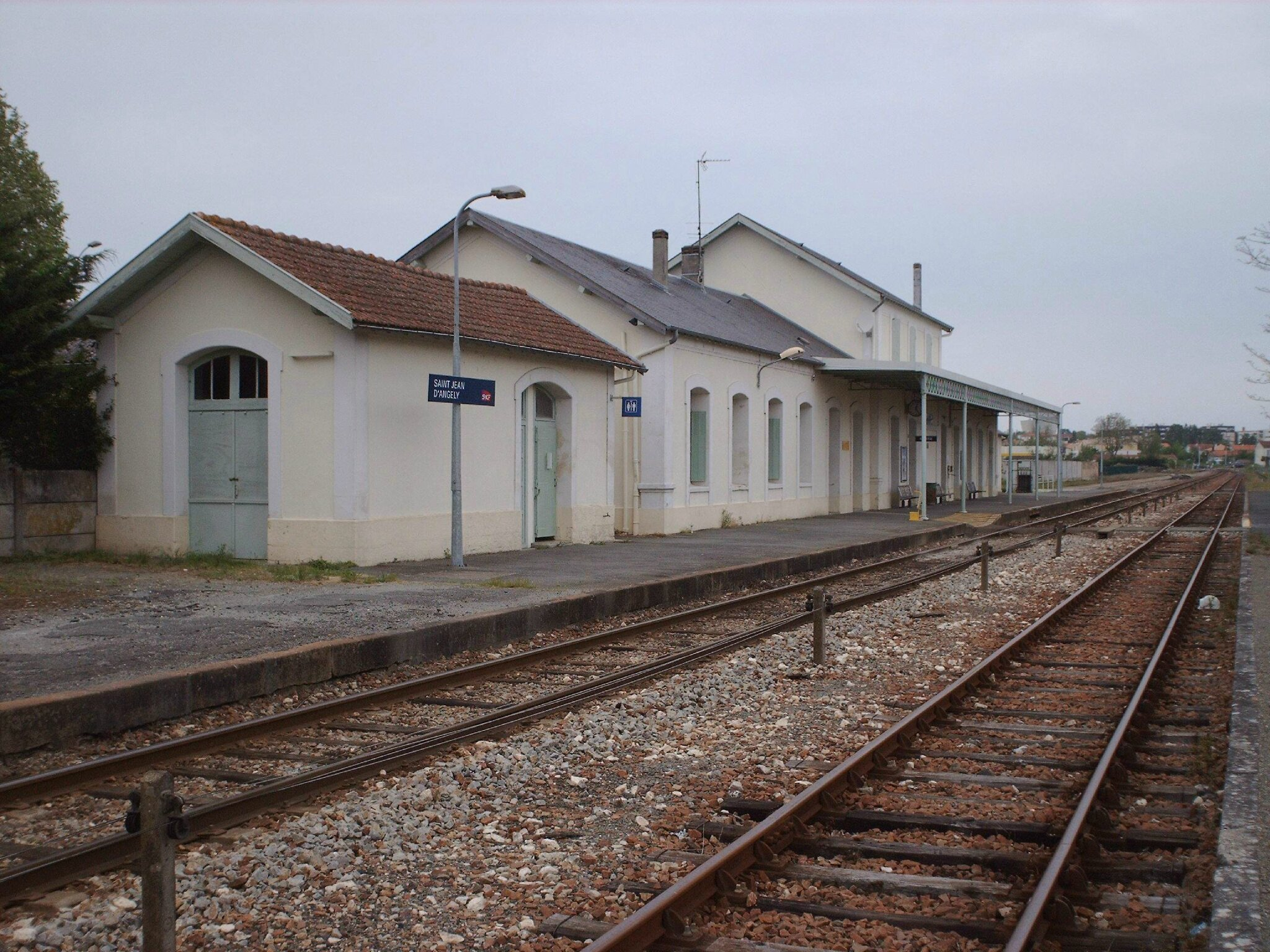 gare de saint jean d 39 ang ly charente maritime gares et trains. Black Bedroom Furniture Sets. Home Design Ideas