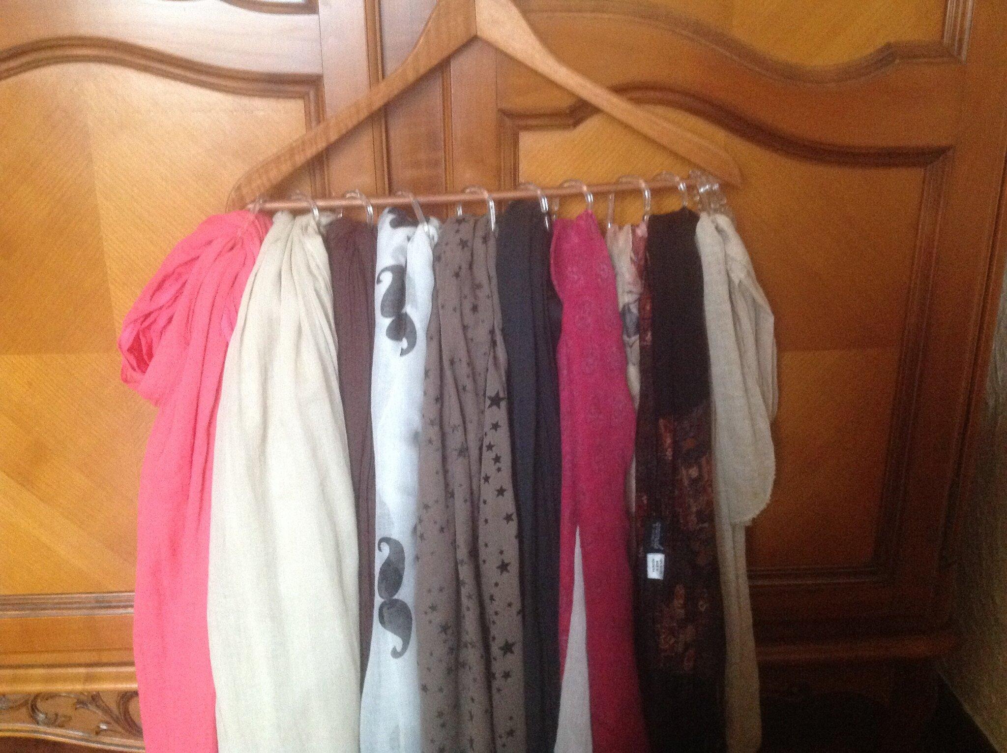 comment ranger ses foulards la caverne de baba o rhum. Black Bedroom Furniture Sets. Home Design Ideas